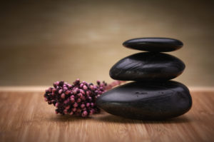 hot-stone-massage-origin-benefits-cautions